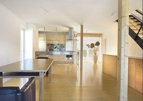 Holzfußboden in einem modernen Holzhaus