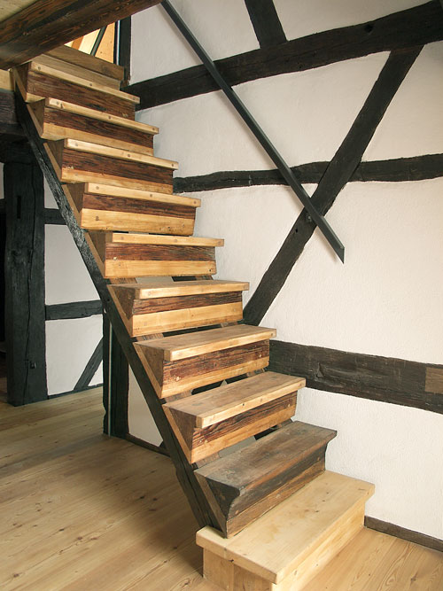 Treppe aus Holz in einem Fachwerkhaus