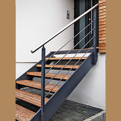 Holztreppe kombiniert mit Stahlelementen