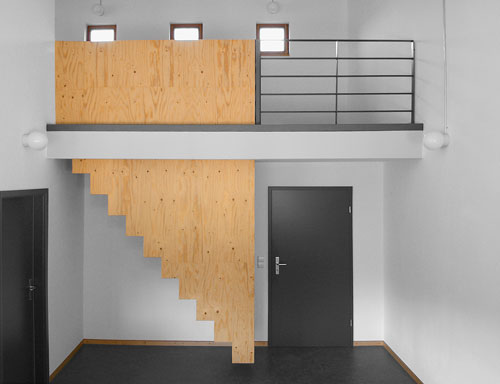 Den Baustoff Holz raffiniert als Holztreppe verbaut